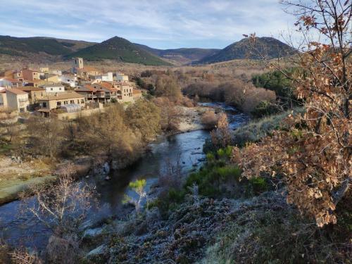 Vista del Balsaero e Iglesia desde el monte